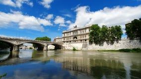 rome l'Italie 21 mai 2019 Corte Suprema di Cassazione Vue de la court suprême de l'Italie de la rivière du Tibre banque de vidéos