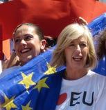 Rome, le 9 mai 2014 - UE instantanée d'amour de la foule I Ministre Stefania Giannini sur les étapes de Piazza di Spagna Image libre de droits