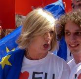Rome, le 9 mai 2014 - UE instantanée d'amour de la foule I Ministre Stefania Giannini sur les étapes de Piazza di Spagna Photos stock