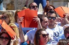 Rome, le 9 mai 2014 - UE instantanée d'amour de la foule I Ministre Stefania Giannini sur les étapes de Piazza di Spagna Photo libre de droits