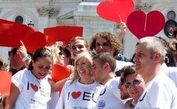 Rome, le 9 mai 2014 - UE instantanée d'amour de la foule I Ministre Stefania Giannini sur les étapes de Piazza di Spagna Photos libres de droits