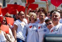 Rome, le 9 mai 2014 - UE instantanée d'amour de la foule I Ministre Stefania Giannini sur les étapes de Piazza di Spagna Photographie stock