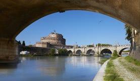 Rome, mening van het Mausoleum van Hadrian, als Castel Sant 'Angelo wordt bekend die stock foto's