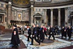 6 Rome-NOVEMBER: Leden het Huis van Savooiekool in Roman Pantheon op 6,2010 November in Rome, Italië. Het Huis van Savooiekool is  Royalty-vrije Stock Fotografie