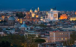 Rome panorama på solnedgången från den Gianicolo kulleterrassen arkivfoton