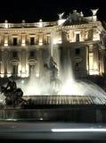 Rome par le plan rapproché de nuit-fontaine Photographie stock libre de droits