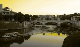 Rome - passerelle sur le fleuve Photos libres de droits