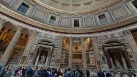 rome r 21-ое мая 2019 много туристов в середине церков пантеона в Риме Популярные туристские назначение и a видеоматериал
