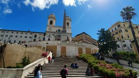 rome r 21-ое мая 2019 Staiway dei Monti Trinit в Испании Панорама квадрата Группы в составе туристы идут вперед сток-видео