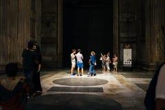 Rome-September 16, 2017-Pantheon vid natt, turister samtalar qui Royaltyfri Bild