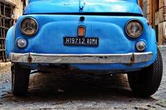 ROME - 20 SEPTEMBRE : Fiat 500 le 20 septembre 2013 à Rome. F Photos libres de droits
