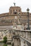 Rome - sikt av Castel Sant ` Angelo, slott av den heliga ängeln som byggs av Hadrian i Rome Arkivbilder