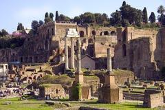 Rome som det forumRomanum skräpet fördärvar av det forntida Arkivfoto