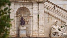 rome Standbeeld van Tiber en Standbeeld van Minerva stock footage