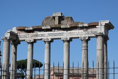 Rome tempel av Saturn royaltyfria bilder