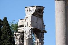 Rome, Tempel van Vespasian en Titus Stock Afbeelding