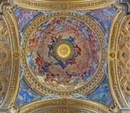 Rome - Treenighetfreskomålningen i kupol av kyrkliga Chiesa Nuova (Santa Maria i Vallicella) vid Pietro da Cortona (som målas 164 Royaltyfria Bilder