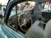 ROME, VATICAN - 27 avril 2014 : Plus de voiture de 60 Letnii Photos stock