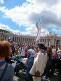 ROME, VATIKAAN - April 28, 2014: de vreugde van Poolse pelgrims aan St Royalty-vrije Stock Foto's