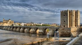 Romersk bro av Cordoba Arkivbild