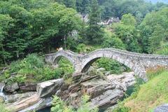 Romersk bro i den Verzasca dalen Royaltyfria Foton