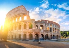 Romersk coliseum i morgonsolen royaltyfria foton