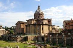 Romersk forumkyrka av St Luke och Martina, båge av Septimius Capitol Hill katolicism Italien Rome arkivfoton
