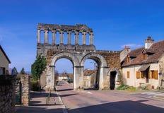Romersk portport D Arroux i den Autun Bourgogne Arkivfoton