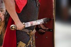 Romersk soldat med svärd Arkivbild