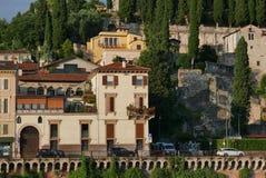 Romersk teater i Verona från den roman bropontepietraen royaltyfri fotografi