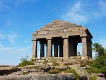 Romersk tempel upptill av Sänka du Donon Royaltyfria Bilder