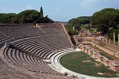 Romersk theatre, Ostia Antica, Rome. arkivfoton