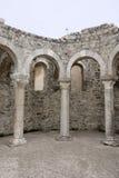 Romerska bågar i staden Rab royaltyfria foton