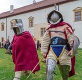 Romerska gladiatorer i striddräkt arkivfoto