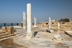 Romerska rests av den Caesarea townen, Israel Arkivfoto