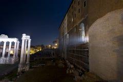 Romerskt fora, tabularium och tempel av Vespasian Royaltyfria Foton
