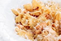 Romig de Deegwaren Gezond Italiaans Voedsel van Pesto Farfalle stock foto's