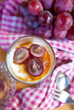 Romig dessert met rode druiven Royalty-vrije Stock Afbeelding