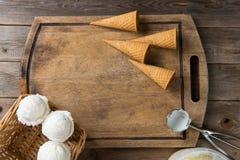 Romig vanilleroomijs in voorbereiding stock afbeelding