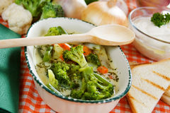 Romige broccolisoep Stock Afbeeldingen