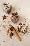 Romige desserts in glazen Stock Afbeelding