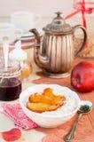 Romige Haverhavermoutpap met Honey Apples Stock Afbeeldingen