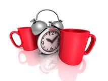 Rompa per il concetto del caffè con le tazze rosse e la retro sveglia Fotografie Stock Libere da Diritti