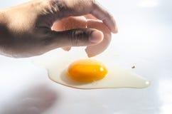 Rompe el huevo Imagen de archivo