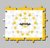 Rompecabezas de la bandera de Rhode Island en ancla del oro, rodeado por 13 estrellas del oro Una cinta azul debajo del ancla con libre illustration