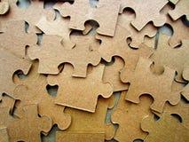 Rompecabezas de la cartulina sin una imagen El dorso del rompecabezas Imagen de archivo