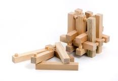 Rompecabezas de madera con varios pedazos tirados Imagen de archivo libre de regalías