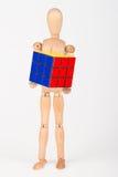 Rompecabezas de madera feliz del cubo del control del maniquí confundido después de solucionar Imagen de archivo