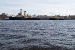 Rompehielos en el Neva Foto de archivo