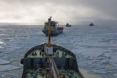 Rompehielos nuclear en el hielo Foto de archivo